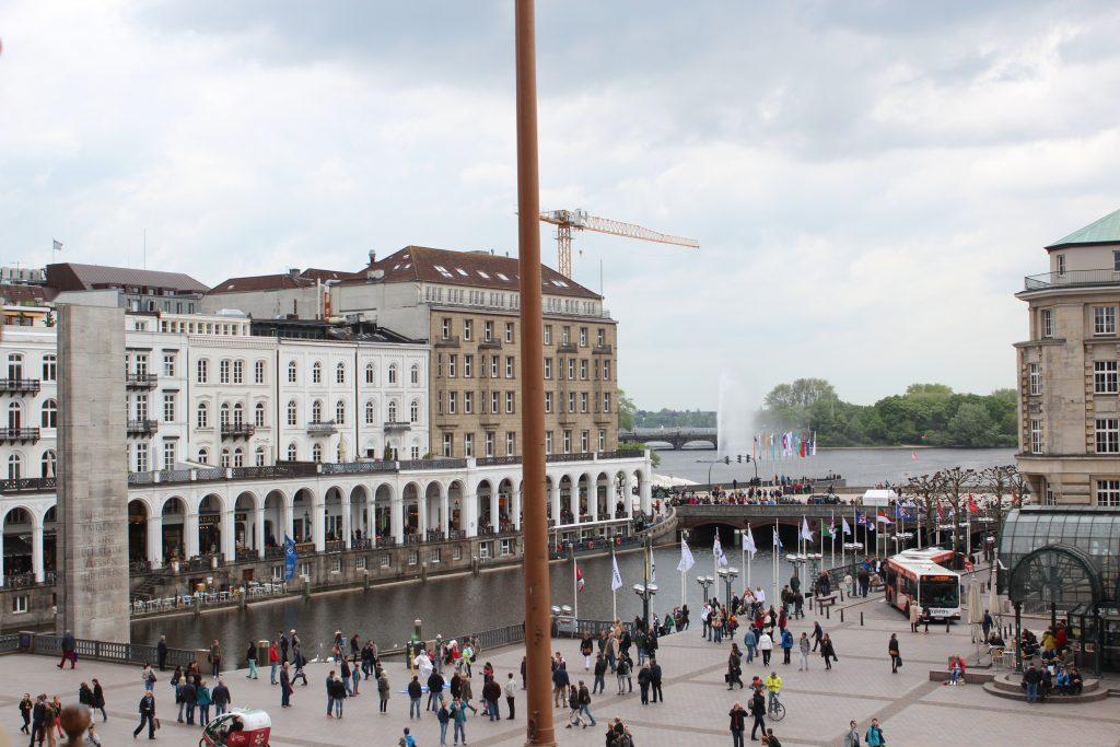 O rio Alster visto da prefeitura