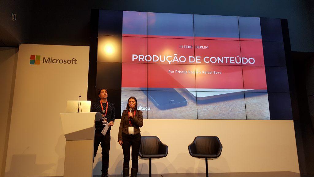 O casal Cultuga, Rafael e Priscila, na palestra sobre produção de conteúdo