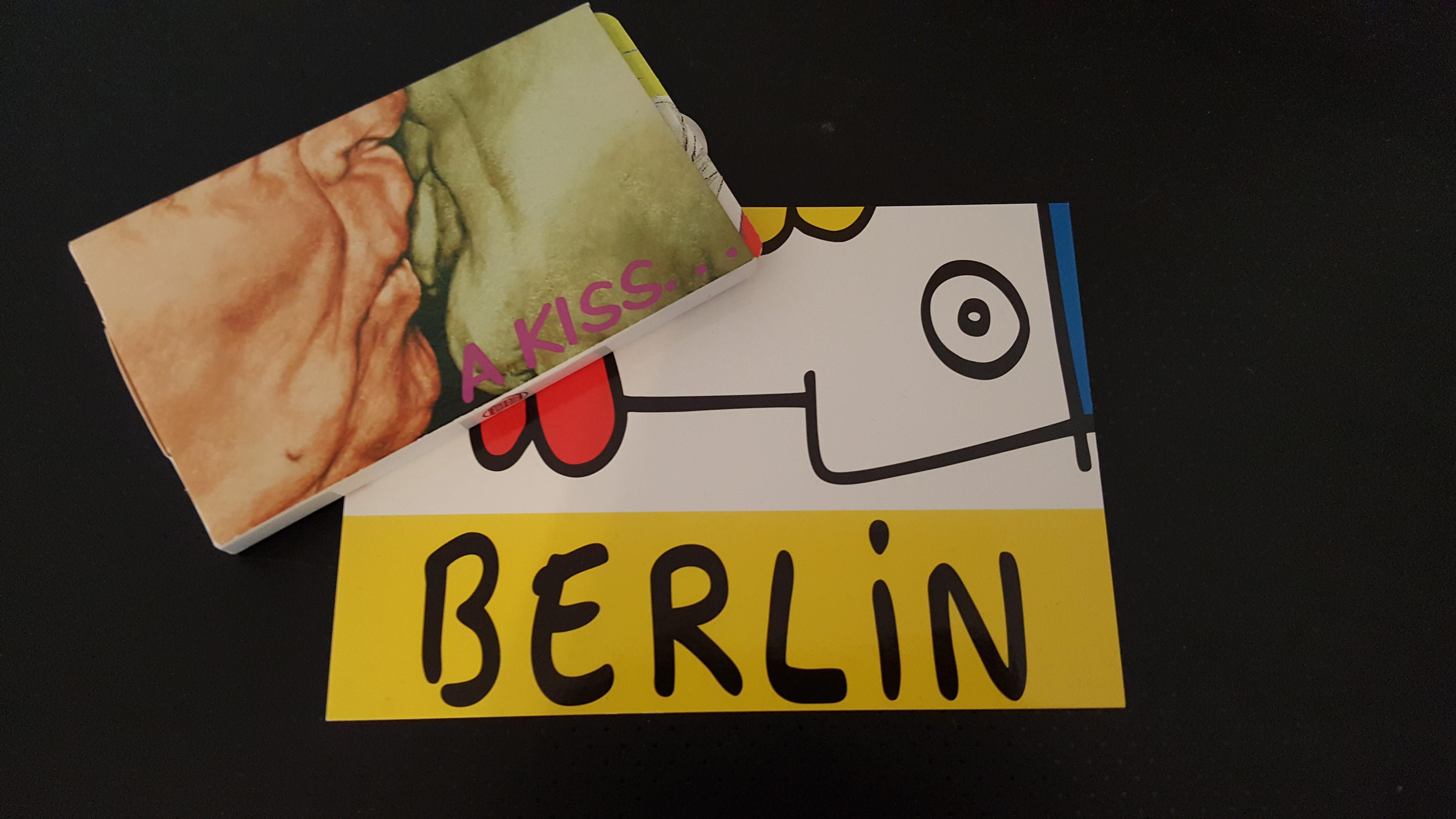 """O chiclete com a foto do """"Brüderkuss"""", da Noir Berlin. Presente no sorteio da segunda noite."""